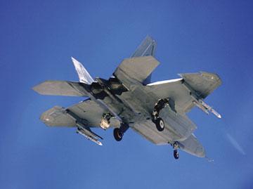 F/A-22 sigilo AMRAAM